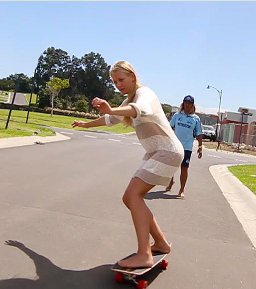 surf-school-training-beginner-skateboard