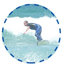 intermediate-surfer-bottom-turn